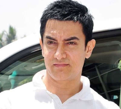 Aamir gets teary-eyed during `Kapoor and Sons` screening