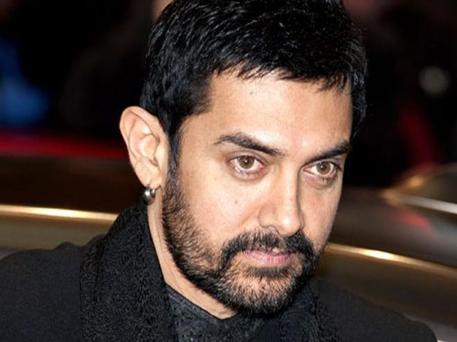 Aamir leaves TV crew impressed