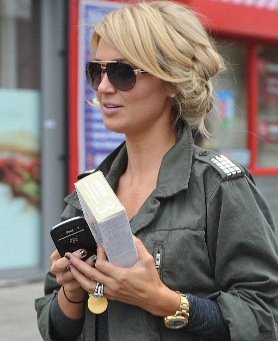 Steven Gerrard's wife flaunts `eccentric` hairdo