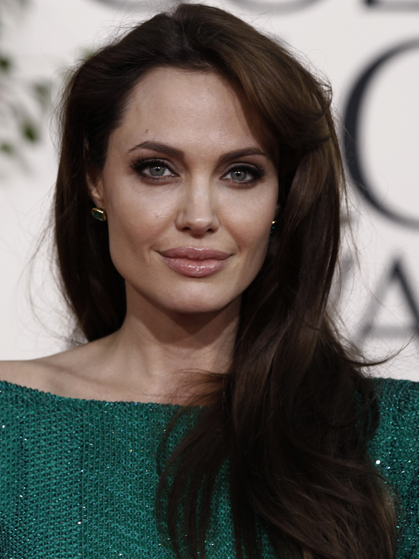 Jolie praised for refugee work