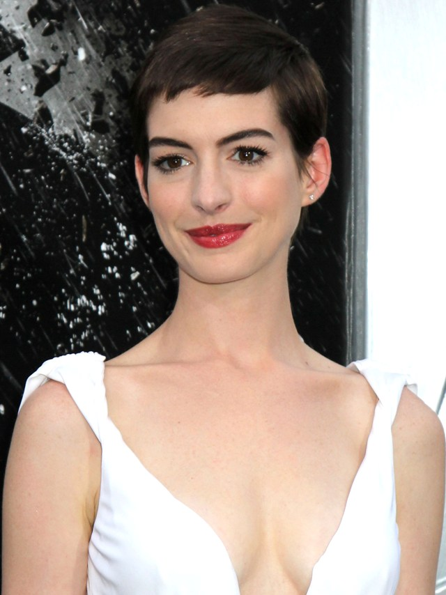 I look like my gay brother after new hair cut, says Anne Hathaway