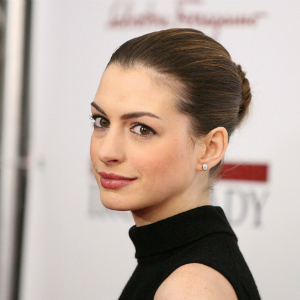 Anne Hathaway laughs off `accidental wardrobe malfunction` pics
