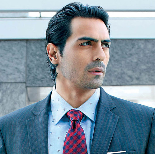 Arjun Rampal busts knee