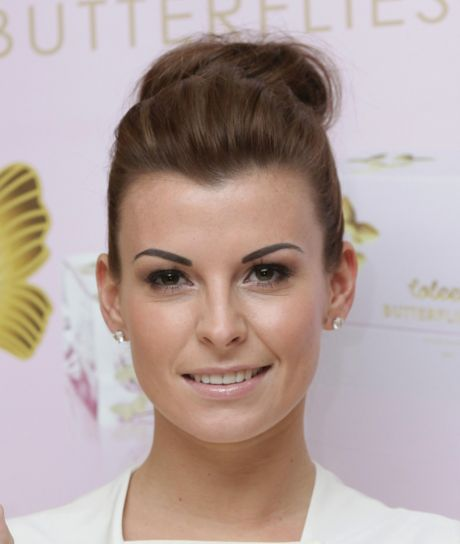 Coleen Rooney supports breast cancer awareness campaign with pink manicure