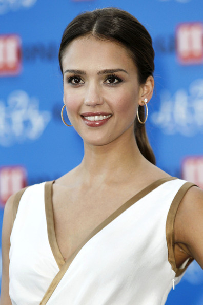 Jessica Alba `undergoes laser liposuction treatments to stay slim`