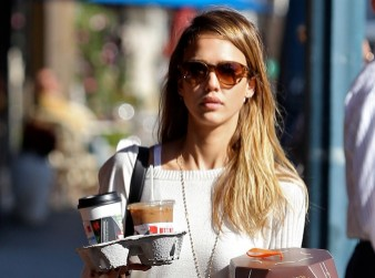 Jessica Alba stocks up on coffee and cake on day off from daughters