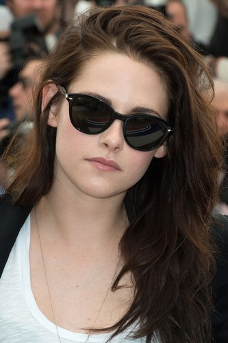 Kristen Stewart selling off `Twilight Premiere` dress for Sandy relief