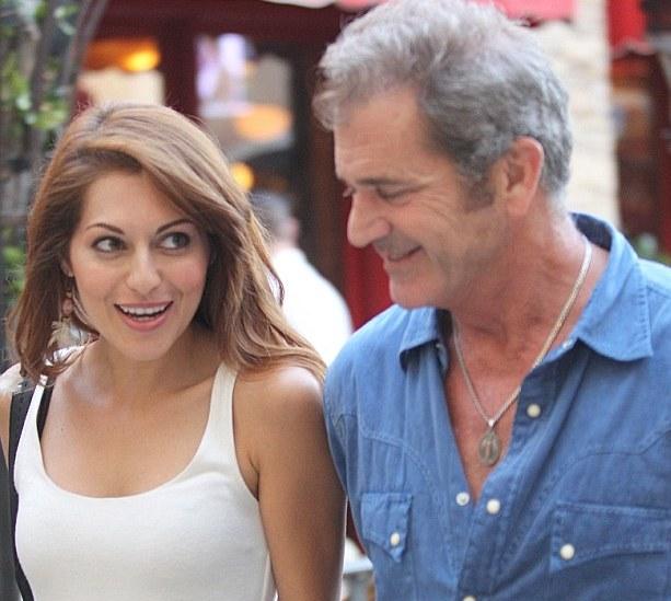 Mel Gibson `dating Italian singer Nadia Lanfranconi`