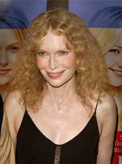 Mia Farrow bulks up to prepare for starvation stunt