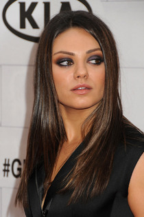 Ashton Kutchers pals approve of `low maintenance` Mila Kunis