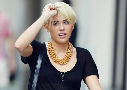 Miley Cyrus caught kissing girl at NY club