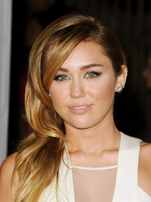 Miley Cyrus grieving over pet dogs death