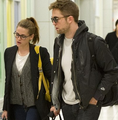 R-Patz and Kristen Stewart fly to NYC after spending Thanksgiving in UK