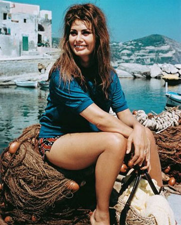 London, Jun 11 : Italian film actress Sophia Loren is smiling again