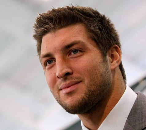 Quarterback Tebow chomps down four dishes in one meal