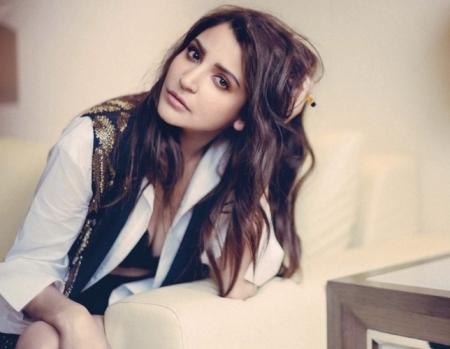Anushka Sharma looks seductive in recent photoshoot