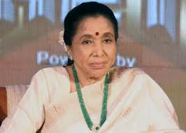 Asha Bhosle launches 'Dhakku makum' at Lalbaugcha Raja