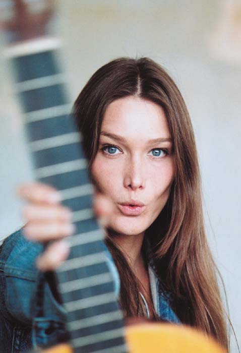 Carla Bruni's 'dying cat' rendition gets audience's thumbs down