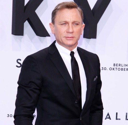 Daniel Craig `sick of playing Bond`