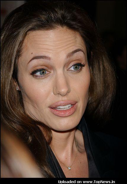 Angelina Jolie Wallpaper 005