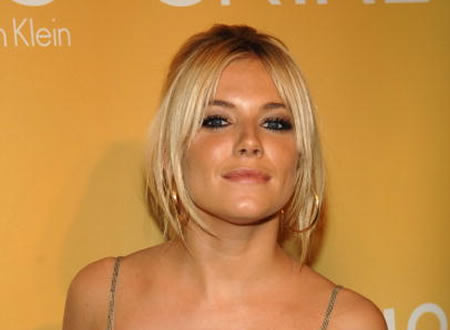 Sienna Miller back with DJ boyfriend London, Nov 5 - Hollywood actress ...