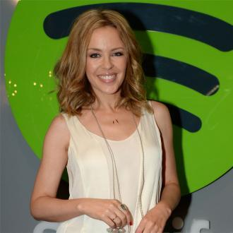 Kylie Minogue backs Jolie's decision to speak publicly about removing her ovarie