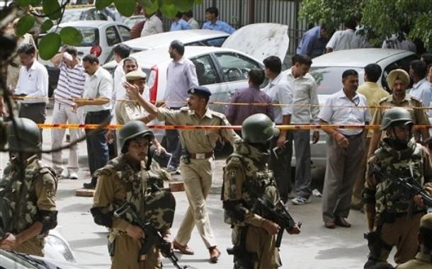 Blast near Delhi High Court, no casualties | TopNews