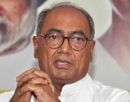 Digvijay defends Gandhis, says Congress 'only thread' that can bind India