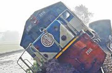Train derails in Chittagong after fish plates removed
