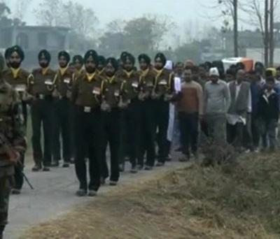Parrikar meets martyred Subedar Major Fateh Singh's family members