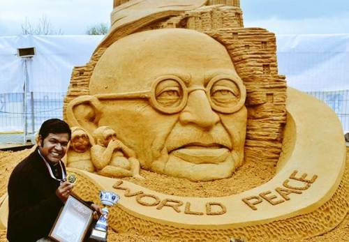 Sand artist Sudarsan Pattnaik creates Guinness record