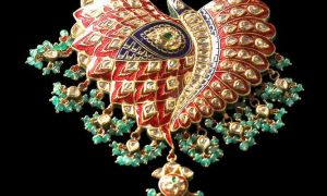 Glittering jewellery mesmerizes visitors at Jaipur
