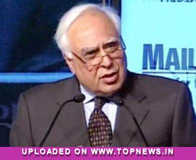 World's cheapest tablet to cost USD 35: Kapil Sibal