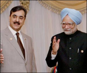 Manmohan invitation to Gilani beyond symbolism: Expert | TopNews