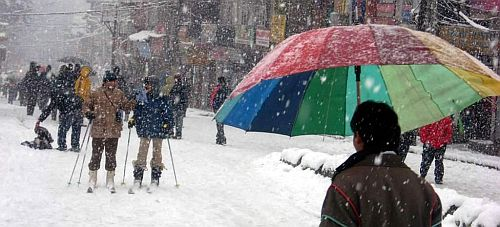 Tourists enjoy season's first snowfall in Manali