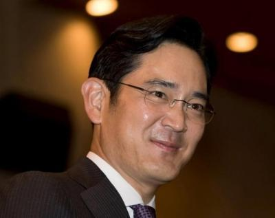 Arrest warrant against Samsung heir on bribery charges