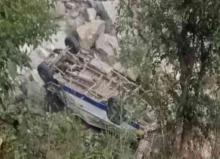 Himachal: 16 injured after minibus overturns near Mandi