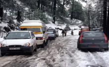 Jammu-Srinagar NH closed courtesy fresh snowfall