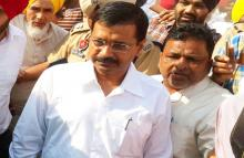 Kejriwal meets family members of Pathankot martyrs