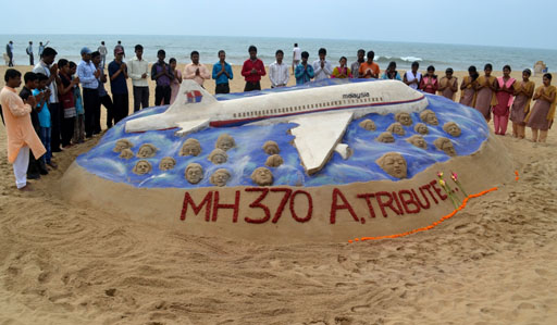 Sand artist pays tribute to lost Malaysian jet