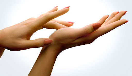 woman s navigation skills can be judged by looking at her fingers