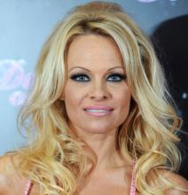 Pamela Anderson obtains restraining order against Rick Salomon