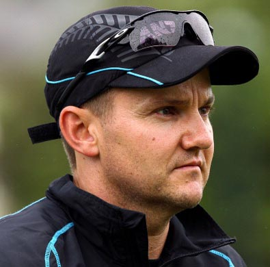 New Zealand Cricket extends coach Mike Hesson