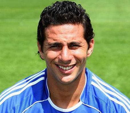 Werder Bremen put Pizarro signing on hold over Peru probe