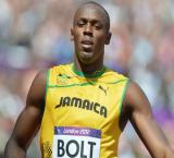 Bolt quashes fitness concerns, cruises to 200m victory in London