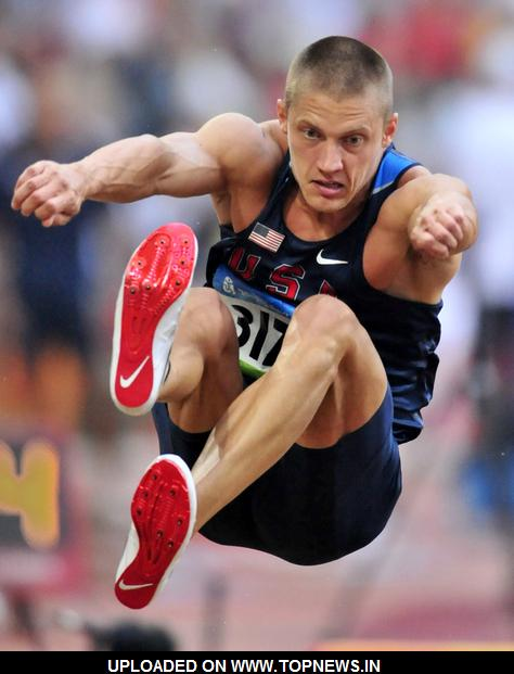 Hardee regains decathlon lead; Radcliffe pulls out of marathon