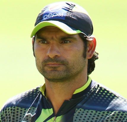 pak pacer irfan flies back home following mothers demise