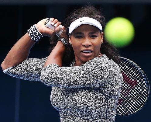Serena Williams struggles into Australian Open quarters