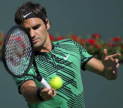 Federer beats Wawrinka to lift fifth Indian Wells title