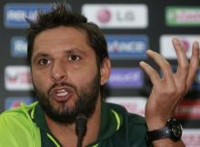 Miandad blasts 'unreliable' Afridi after India drubbing